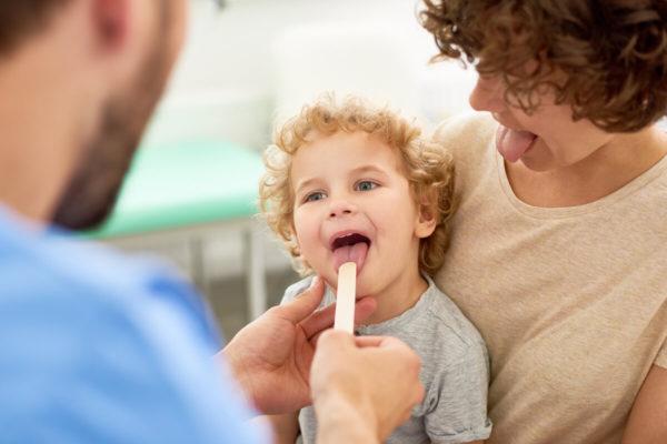 Zapalenie krtani u dzieci – objawy i leczenie