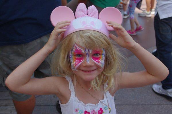 Odstające uszy u dzieci – czy warto korygować?
